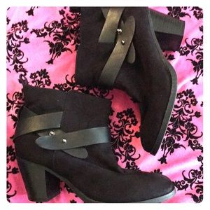Old Navy Black Strappy Booties - Size 9